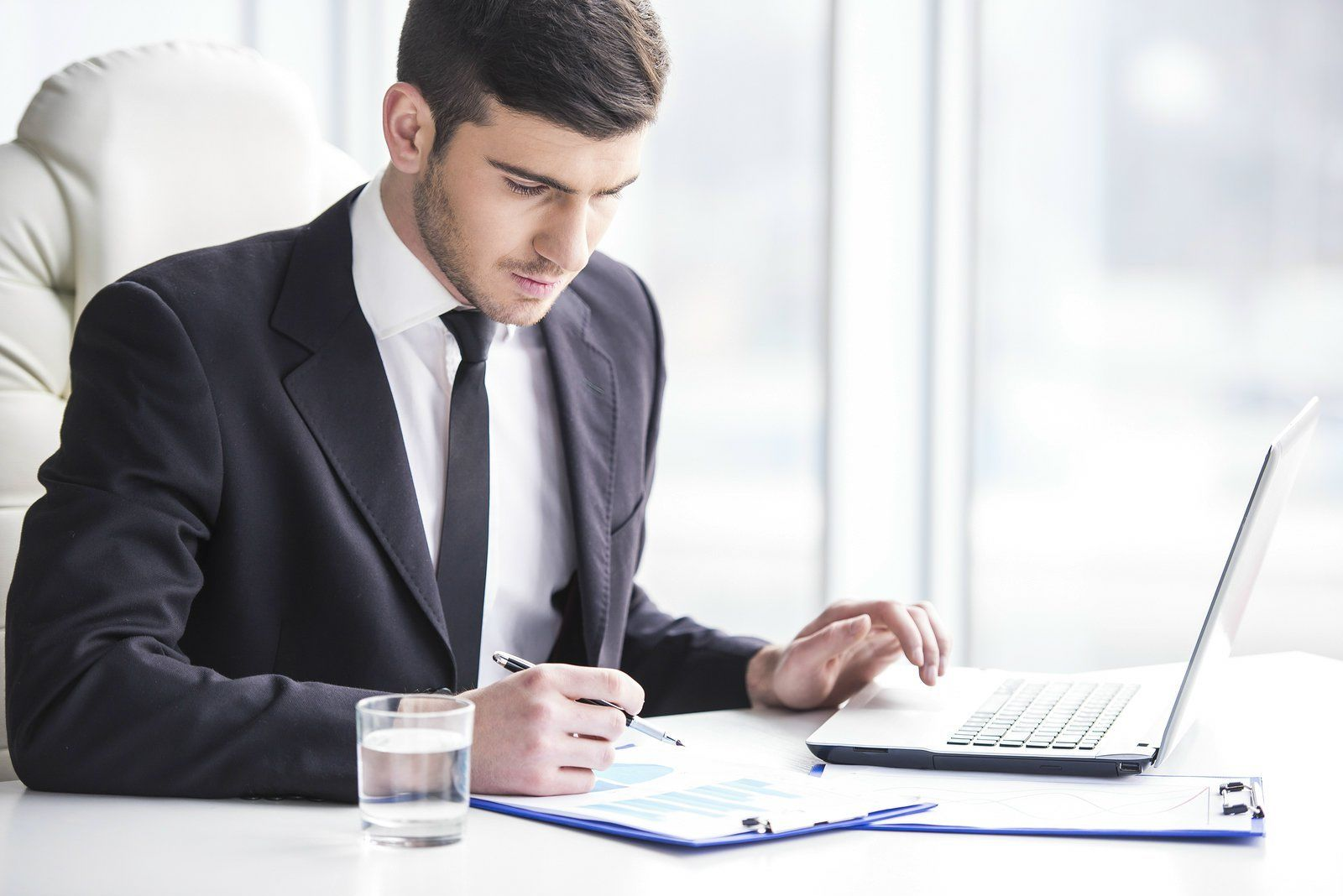 What To Search For In A Finance Brokerage Company